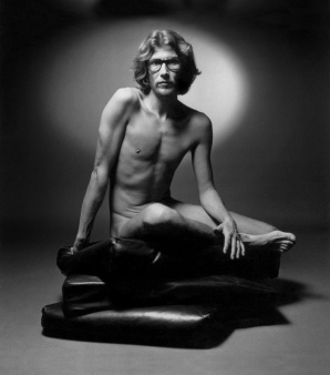 Yves-Saint-Laurent-Naked-Photo